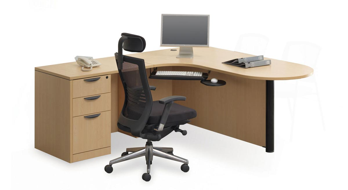 Blonde L-Shaped Traditional Office Desk with Chair